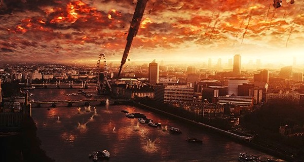 Aliens Obliterate London in Latest Independence Day: Resurgence Movie Still!