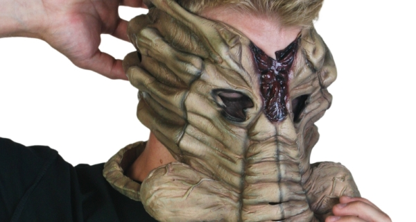 GIVEAWAY: Enter to WIN an Alien Facehugger mask for Halloween here on Alien-Covenant.com!