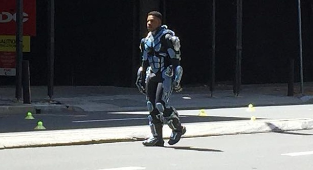 John Boyega spotted in Jaeger Pilot armor on the set of Pacific Rim 2!