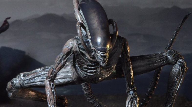 NECA unveil their official Alien: Covenant figure for Alien Day!