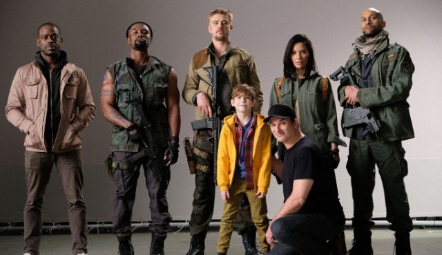Shane Black shares first Photo from the Predator!