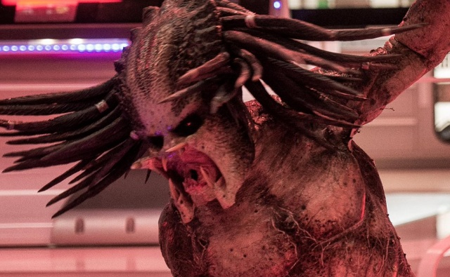 The Predator breaks containment in latest movie still!