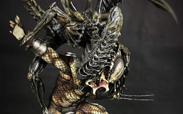 This custom Alien vs. Predator fan sculpt is one of the best we have ever seen!
