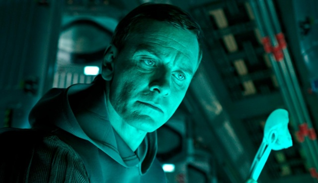 What is Walter doing? New Alien: Covenant movie stills released!