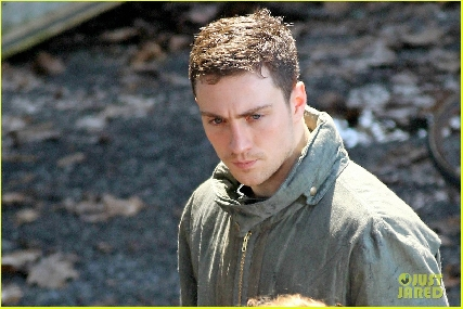 Aaron Johnson - Godzilla 2014 Set