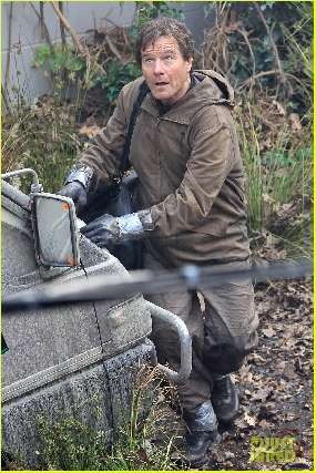 More pics of Bryan Cranston on Godzilla Set