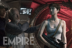 Ridley Scott directs Katherine Waterston on-set