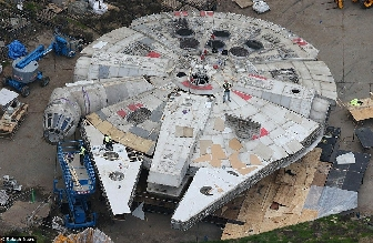 Star Wars Episode VIII Anch-To set at Pinewood Studios 04