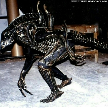 Testing of the Alien Warrior suit during the production of Aliens