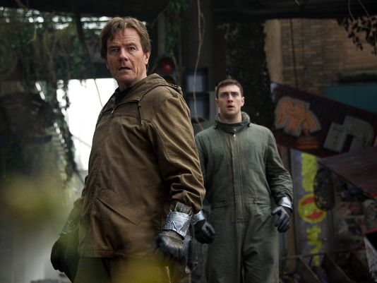 Bryan Cranston and Aaron Johnson in Godzilla (2014)