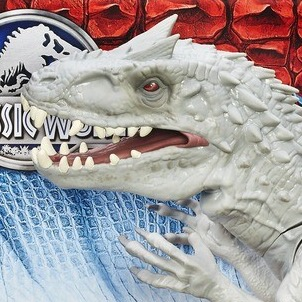 New promo pics for Hasbro's Indominus rex figure have surfaced!