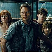 New Jurassic World Movie Still Emulates A Classic Jurassic Park Scene!